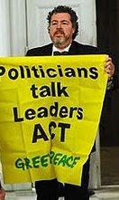 Los Políticos Hablan, los Líderes Actuan