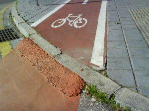 Escalón mal rebajado: muy incómodo para ciclistas