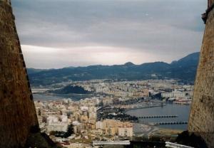 Foto 1: Típico paisaje de ciudad del siglo XXI (Ceuta baja)