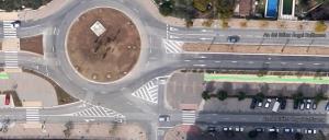 Foto 1: Carril Bici cortado por una rotonda (el carril se marca en verde).