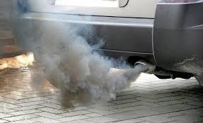 Coche contaminando: Esto debemos de tenerlo en cuenta al ver un coche.